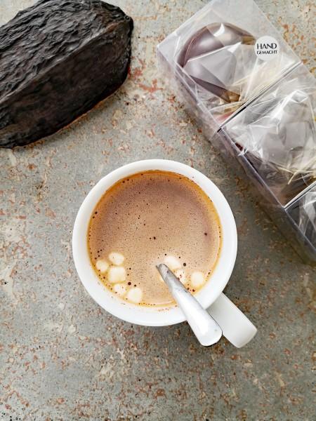 Dunkle Trinkschokolade mit Marshmallows