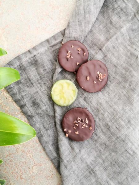 Kandierte Limettenscheiben in dunkler Schokolade