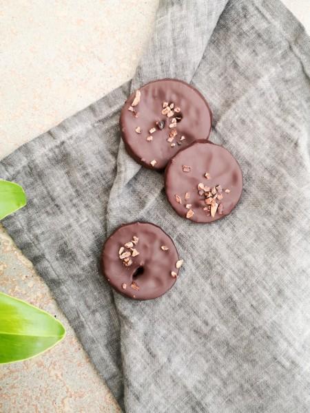 Kandierte Zitronenscheiben in dunkler Schokolade
